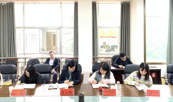 省管专家李晓红教授等一行来我市调研农业信贷担保助推脱贫攻坚工作